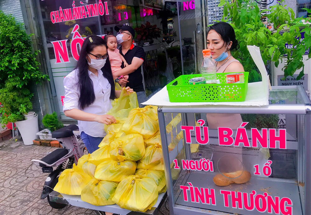 Tủ bánh mì tình thương không bao giờ 'ế', mỗi ngày phát hơn 200 ổ giúp người nghèo khó 6