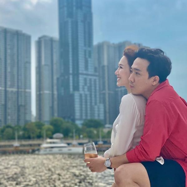 Hari Won tiết lộ 'luật vợ chồng', Trấn Thành phải năn nỉ vì vi phạm 0