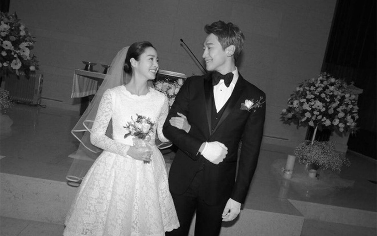Đám cưới của cặp đôi nổi tiếng hàng đầu showbiz Hàn vô cùng giản dị
