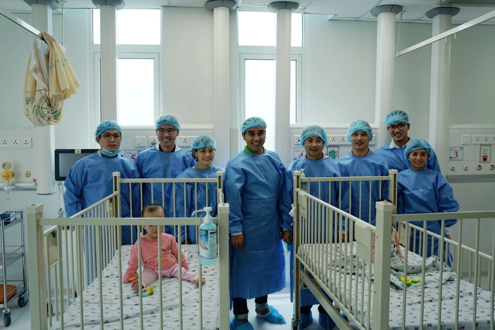 Trúc Nhi - Diệu Nhi về nhà đón Trung thu trước khi trở lại viện thực hiện cuộc phẫu thuật tiếp theo 0