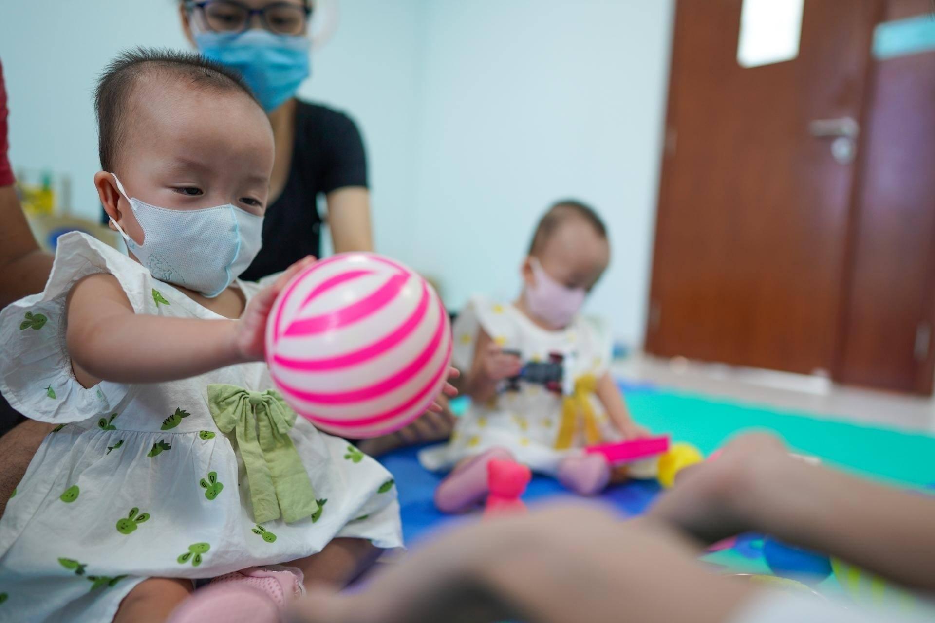 Trúc Nhi - Diệu Nhi về nhà đón Trung thu trước khi trở lại viện thực hiện cuộc phẫu thuật tiếp theo 4