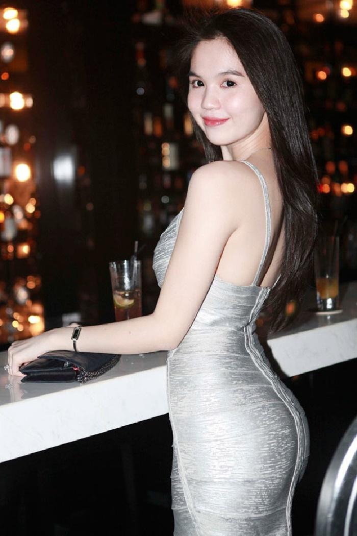 Từng 'muối mặt' vì lộ bụng mỡ 'kém duyên', Ngọc Trinh quyết định 'phục thù' mẫu váy 9 năm trước 5