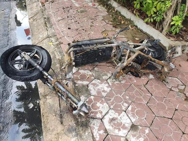 Ngọn lửa được xác định bắt nguồn từ việc chập điện khi sạc xe máy.