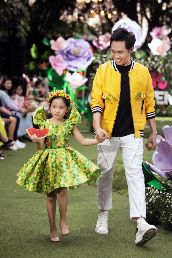 NSƯT Thành Lộc, Anh Đức 'đọ' trình catwalk cùng mẫu nhí