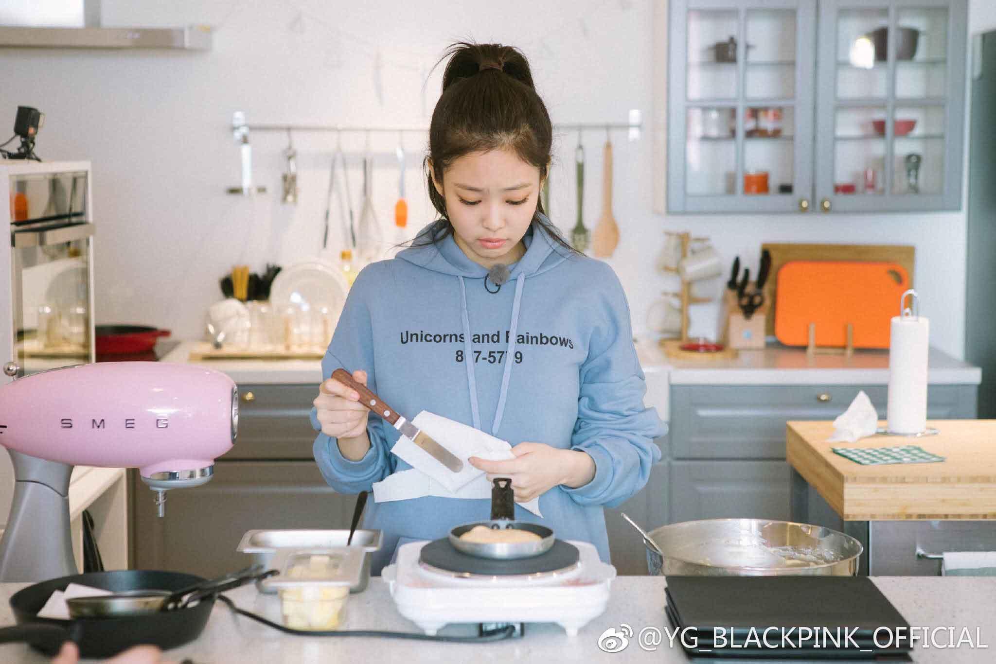 Sao Hàn vào bếp: Henry làm cháy cả tóc trước mặt 'vợ hờ', NCT suýt đốt trụi khu bếp của SM 1