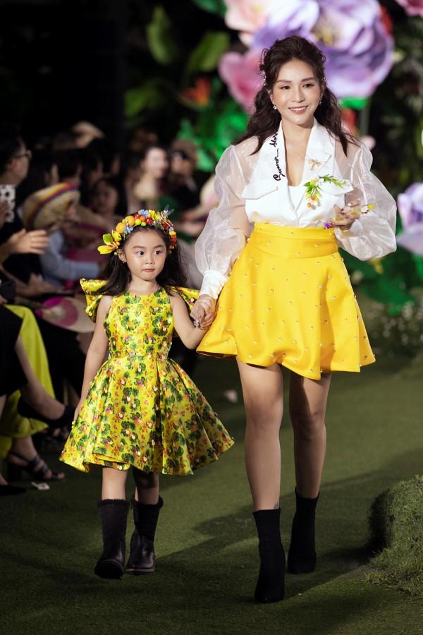 Vân Trang, Khả Như'trở về tuổi thơ' cùng dàn mẫu nhí