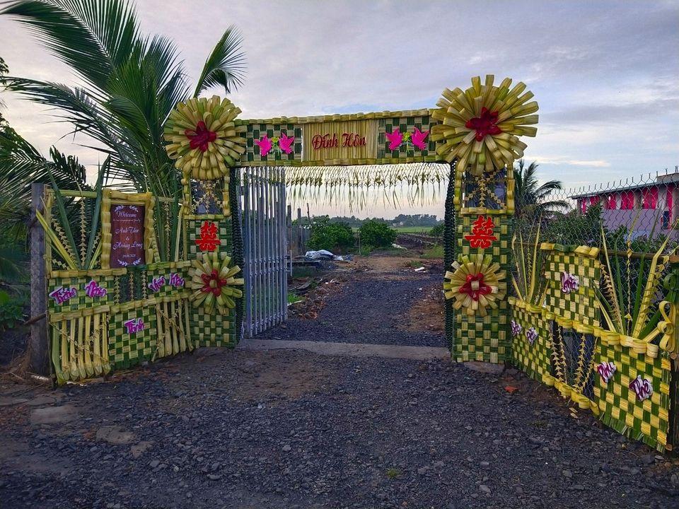 Trầm trồ trước chiếc cổng cưới kết bằng lá dứa tuyệt đẹp ở Mỹ Tho 2