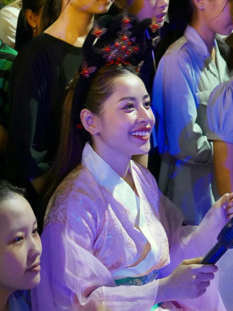 Chi Pu hóa chị Hằng,trao 700 phần quà Trung thu đến người dân tại Phú Yên 2
