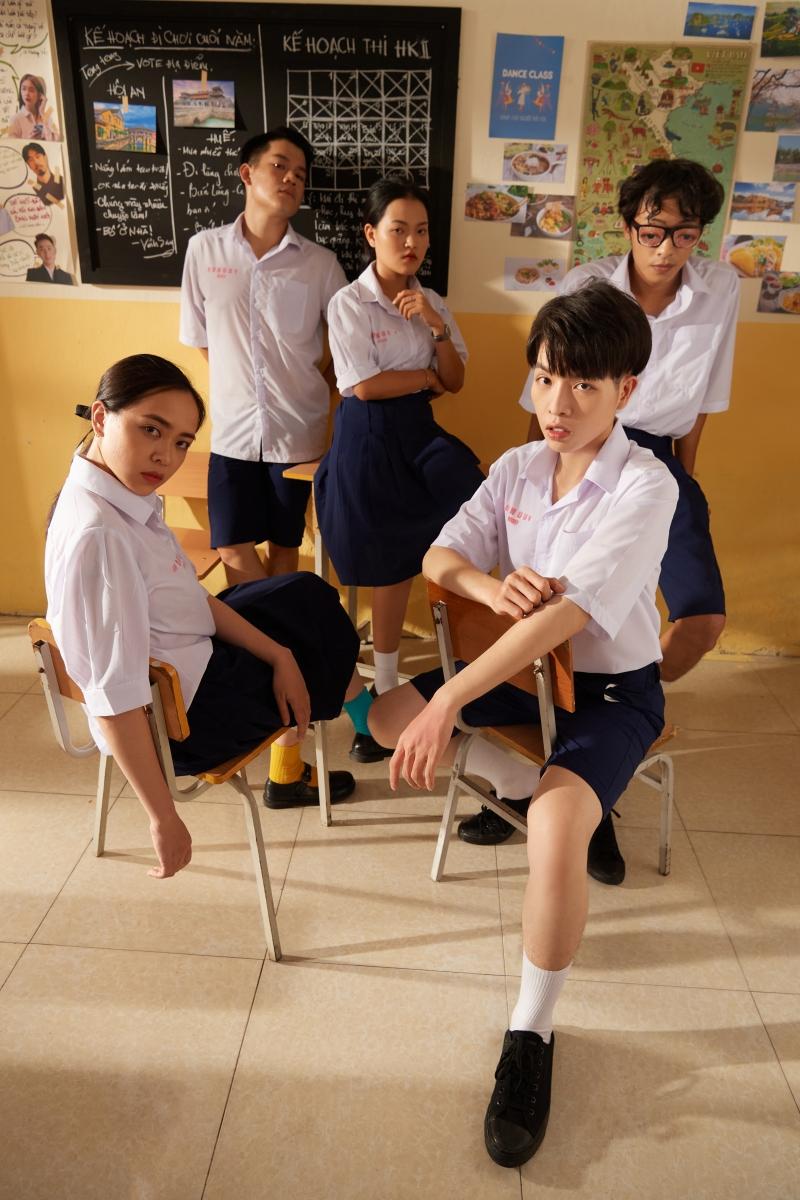 Đức Phúc và Suboi hợp tác tạo nên 'siêu phẩm học đường', đếm không nổi có bao nhiêu cameo góp mặt trong MV mới 2