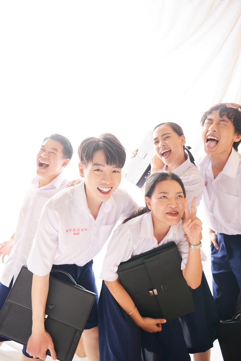 Đức Phúc và Suboi hợp tác tạo nên 'siêu phẩm học đường', đếm không nổi có bao nhiêu cameo góp mặt trong MV mới 3