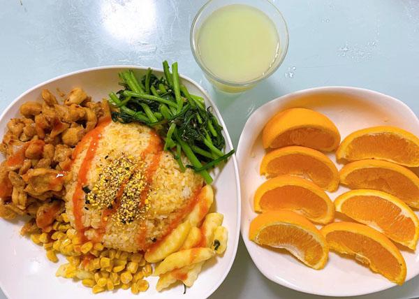 Trai đảm khoe loạt mâm cơm tự nấu vừa ngon vừa đẹp mắt khiến dân mạng tấm tắc khen: Khéo hơn cả con gái! 1