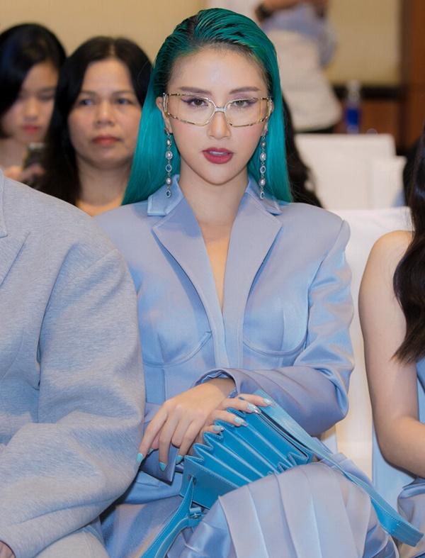 Quỳnh Anh Shyn cũng gây chú ý không kém với vẻ ngoài cực nổi bật của cô nàng.
