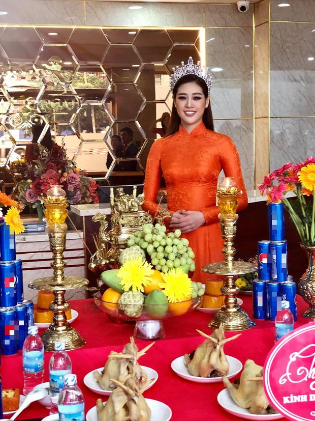 Hoa hậu Khánh Vân lộng lẫy và tươi tắn