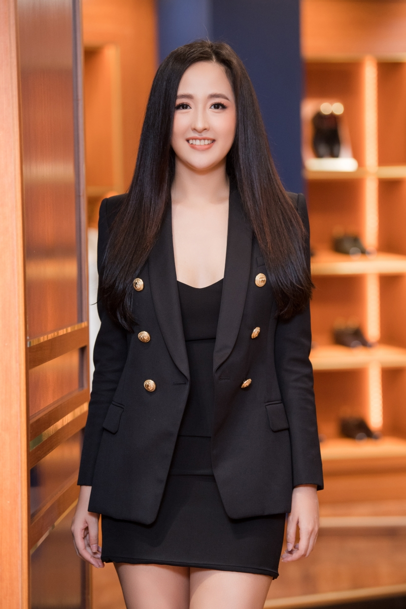 Hoa hậu Tiểu Vy 'bưng' nguyên set đồ dự sơ khảo HHVN 2020, Mai Phương Thúy khoe ngực trễ nãi mừng Ngọc Hân làm bà chủ 0