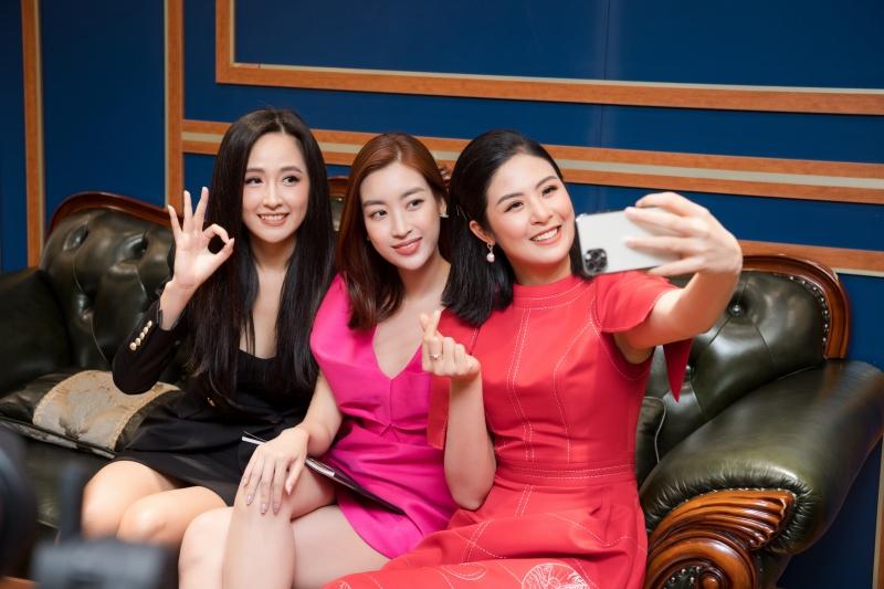 Ba nàng Hoa hậu Việt Nam cùng xuất hiện trong một khung ảnh.