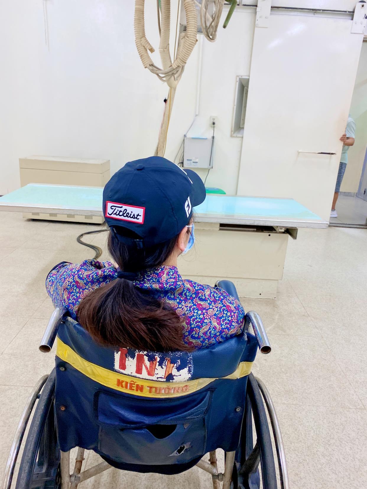 Nhật Kim Anh bất ngờ bị ngã rách dây chằng ở chân, phải ngừng công việc trong vòng 2 tuần 0