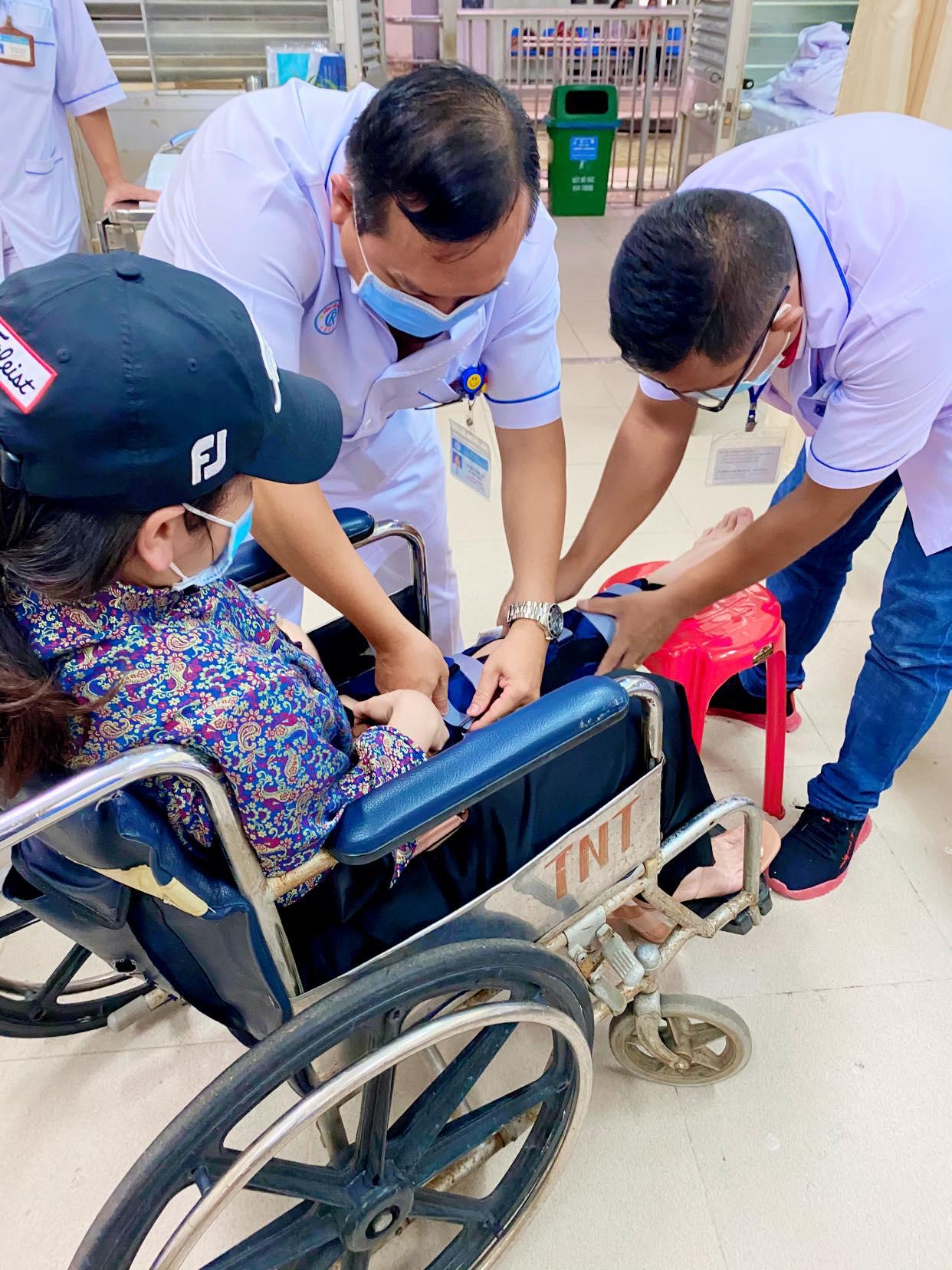 Nhật Kim Anh bất ngờ bị ngã rách dây chằng ở chân, phải ngừng công việc trong vòng 2 tuần 1