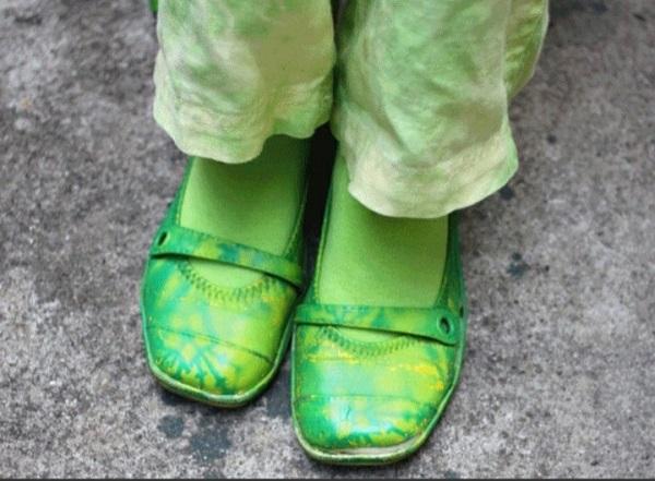 20 năm mặc đồ xanh lá, cụ bà lan toả niềm vui với mọi người xung quanh 6