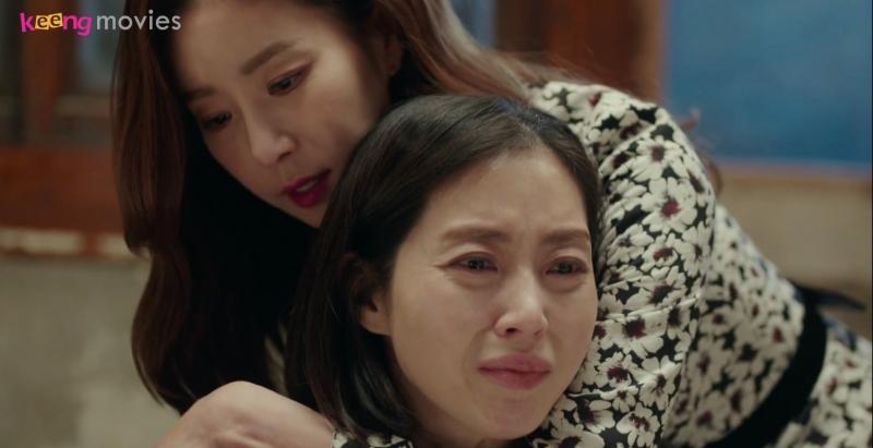 Hae Sook ôm Jung Hae an ủi