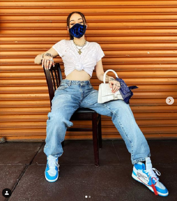 Noah Cyrus được cho là đeo khẩu trang chỉ để 'làm màu'.