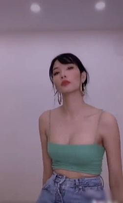 Một số hình ảnh của nàng Á hậu được cắt từ clip