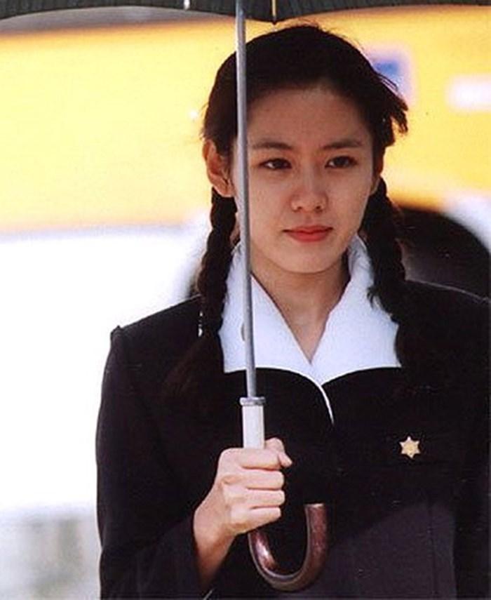 Một mỹ nhân gây xôn xao khi có vẻ đẹp giống cả 3 mỹ nhân Kbiz đình đám, 'tra' danh tính mới biết là 'người yêu' Hyun Bin 9