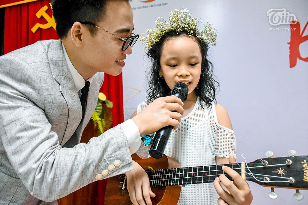 Mai Kha với phần trình diễn đã vô tình 'tố cáo' cô bé không hề hát dở