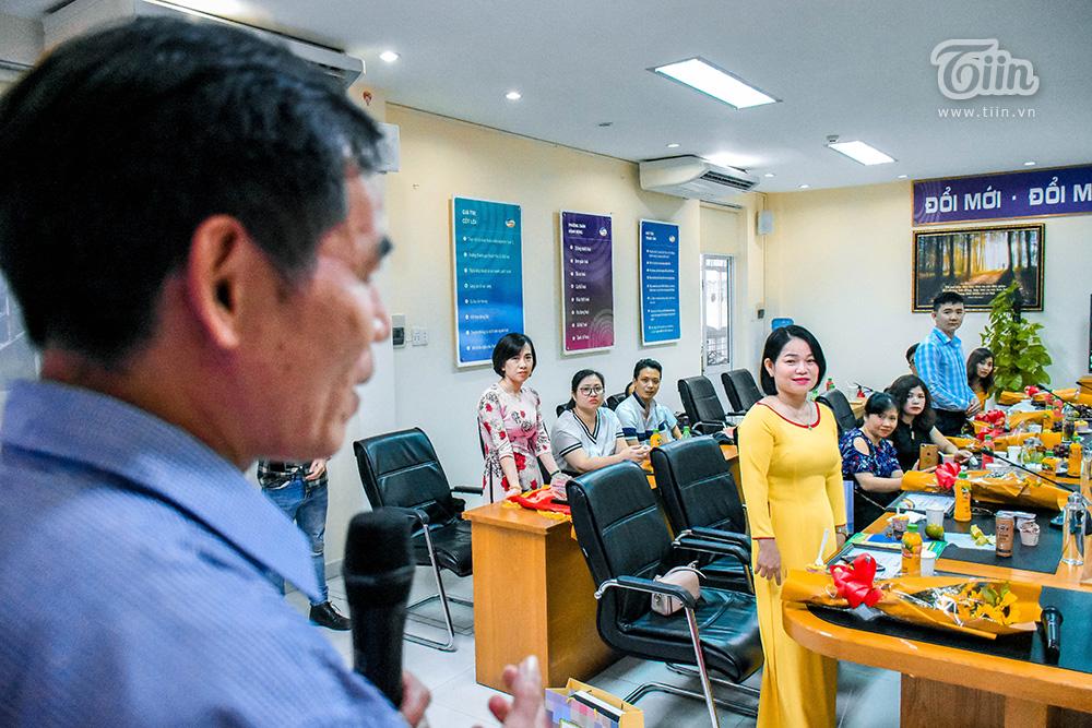 ... khi tác giả Võ Nhật Thủ tiến về sân khấu nói lời tri ân những cán bộ y tế tham gia cuộc thi