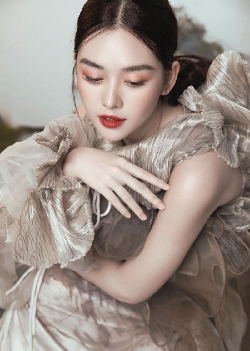 Tưởng không hợp mà hợp không tưởng - Á hậu Tường San tung bộ ảnh hóa 'chị Nguyệt' đậm màu Trung thu 4
