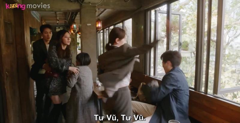 Tư Vũ khi biết được đã tức phát điên, tặng lại cho Lưu Dương bạt tai đó