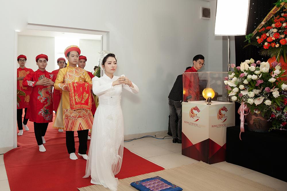 Cùng với nghệ sĩ trên cả nước, các MC trẻ ở Đà Nẵng mới đây đã cùng nhautổ chức trang trọng giỗ tổ sân khấu. Đây là ngày đặc biệt với những người hoạt động ngành sân khấu nên dù bận lịch, nhiều người đã cố gắng sắp xếp để đến tham dự.