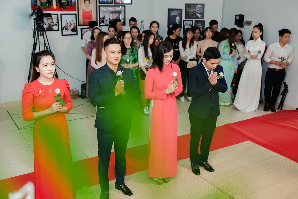 Môi trường showbiz không rộn ràng như các miền song những năm gần đây, cộng đồng MC trẻ, nghệ sĩ trẻ ở Đà Nẵng bắt đầu lớn mạnh và hoạt động nhộn nhịp hơn, được xem là tín hiệu lạc quan với mảng văn hóa - nghệ thuật ở đây.