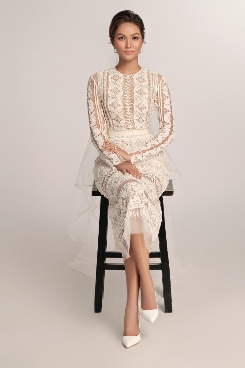 Hoa hậu H'Hen Niê hoá 'nàng thơ' trong bộ váy cưới ren xuyên thấu 2