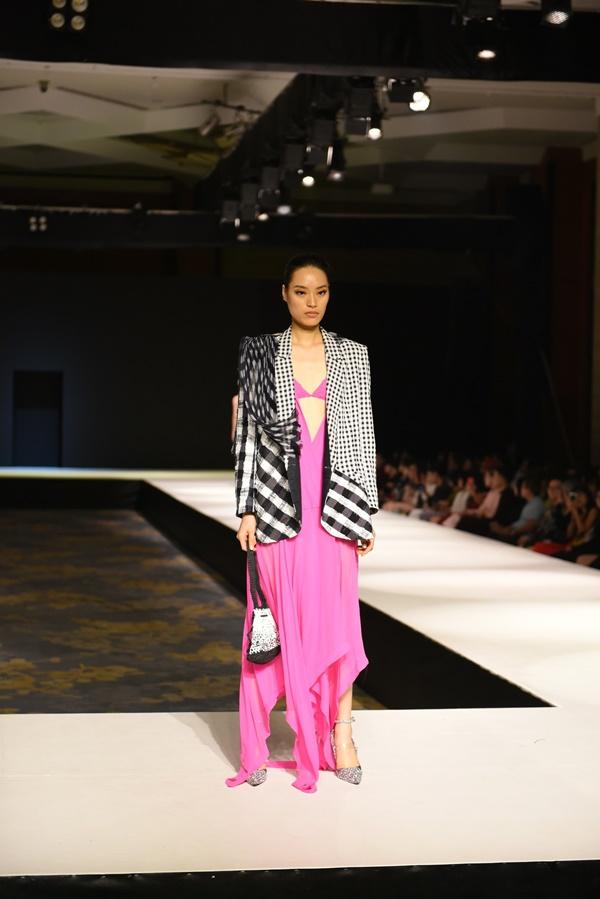 2 BST thời trang được lựa chọn 'chinh chiến' Quốc tế: Việt Nam không hề 'nhỏ bé'tí nào! 7