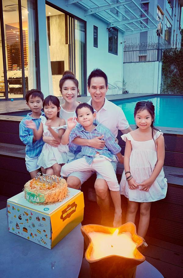 Minh Hà và các con quây quần mừng sinh nhật Lý Hải 0