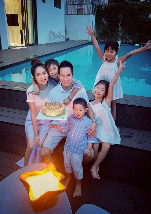 Minh Hà và các con quây quần mừng sinh nhật Lý Hải 1