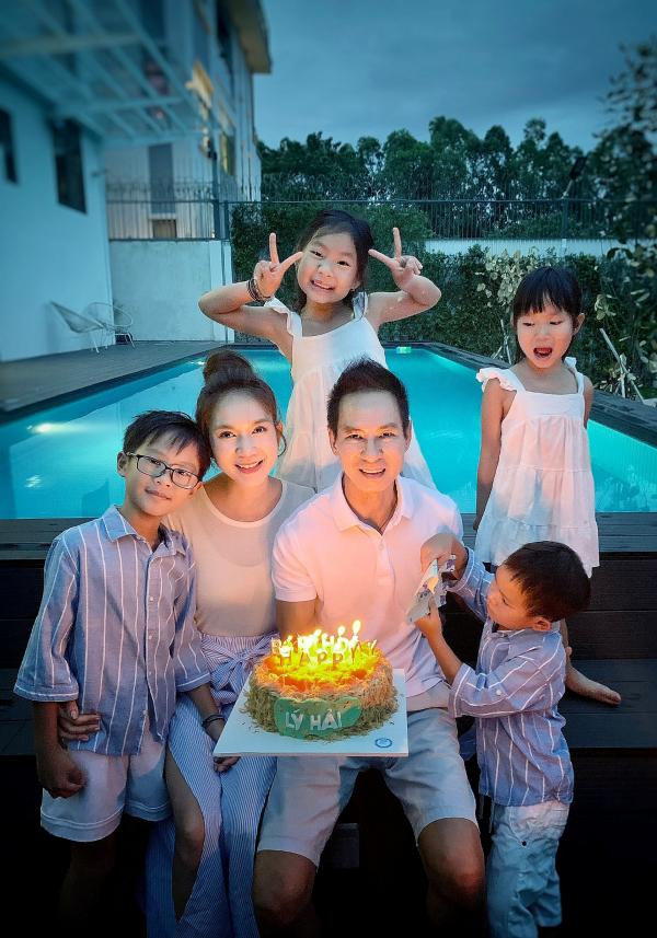 Minh Hà và các con quây quần mừng sinh nhật Lý Hải 2