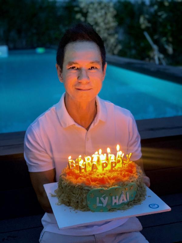 Minh Hà và các con quây quần mừng sinh nhật Lý Hải 4
