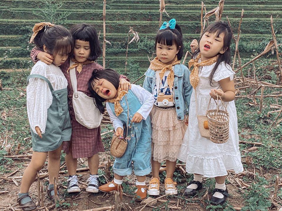Năm mẹ bỉm dắt 5 cô con gái lên Mù Cang Chải pose dáng, bộ ảnh 'siêu cấp đáng yêu' khiến dân mạng 'bùng nổ' 4