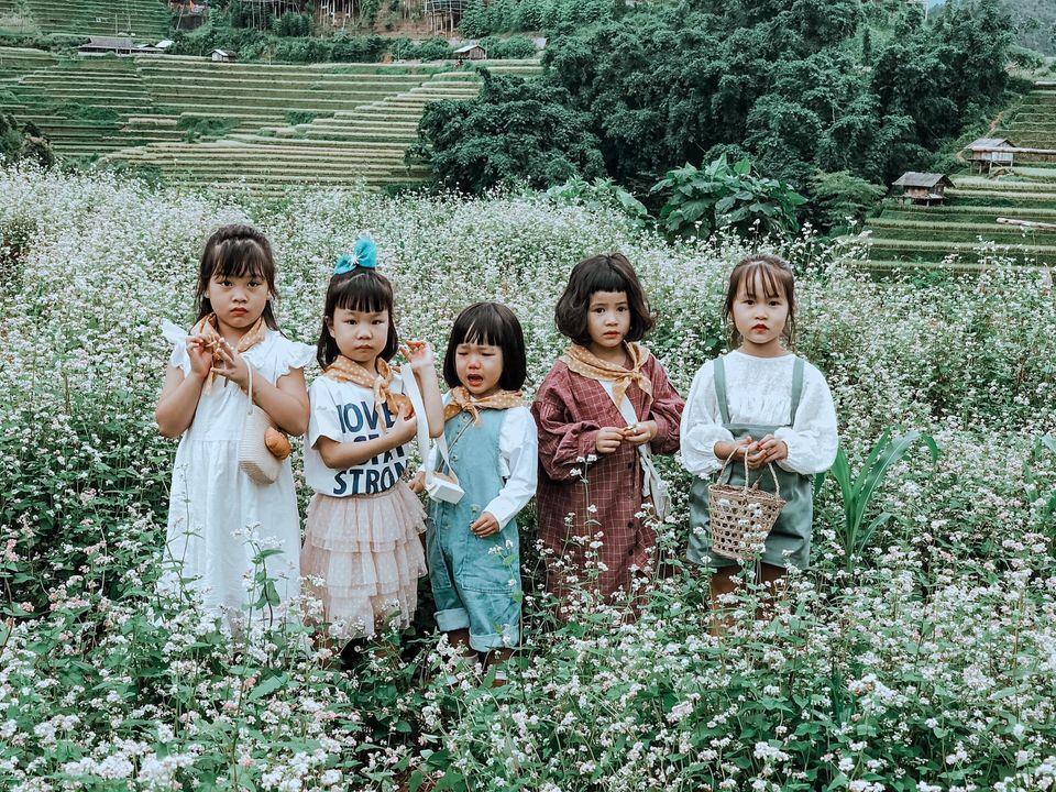 Năm mẹ bỉm dắt 5 cô con gái lên Mù Cang Chải pose dáng, bộ ảnh 'siêu cấp đáng yêu' khiến dân mạng 'bùng nổ' 6
