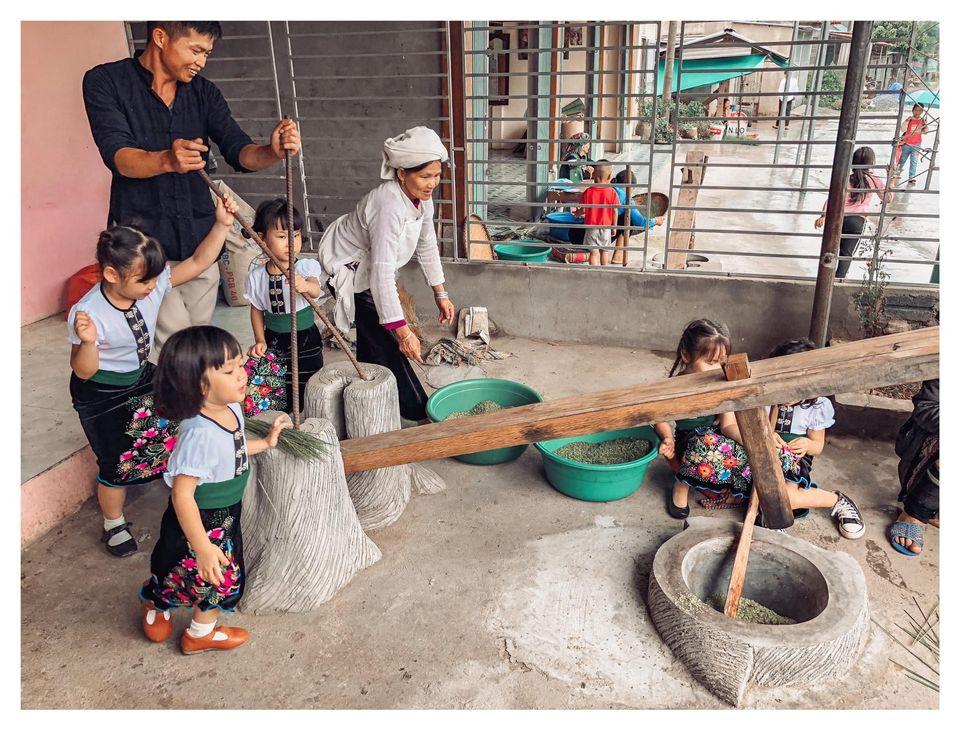 Năm mẹ bỉm dắt 5 cô con gái lên Mù Cang Chải pose dáng, bộ ảnh 'siêu cấp đáng yêu' khiến dân mạng 'bùng nổ' 10