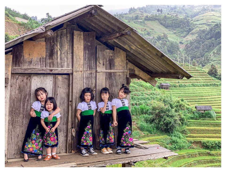 Năm mẹ bỉm dắt 5 cô con gái lên Mù Cang Chải pose dáng, bộ ảnh 'siêu cấp đáng yêu' khiến dân mạng 'bùng nổ' 11