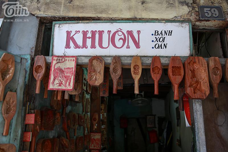 Nghệ nhân hơn 40 năm 'giữ lửa' nghề làm khuôn bánh trung thu bằng gỗ ở phố cổ Hà Nội 2