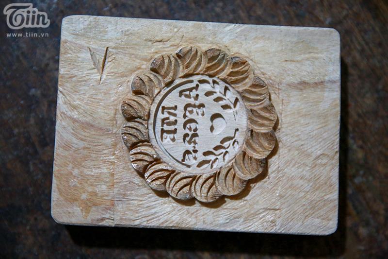 Nghệ nhân hơn 40 năm 'giữ lửa' nghề làm khuôn bánh trung thu bằng gỗ ở phố cổ Hà Nội 5