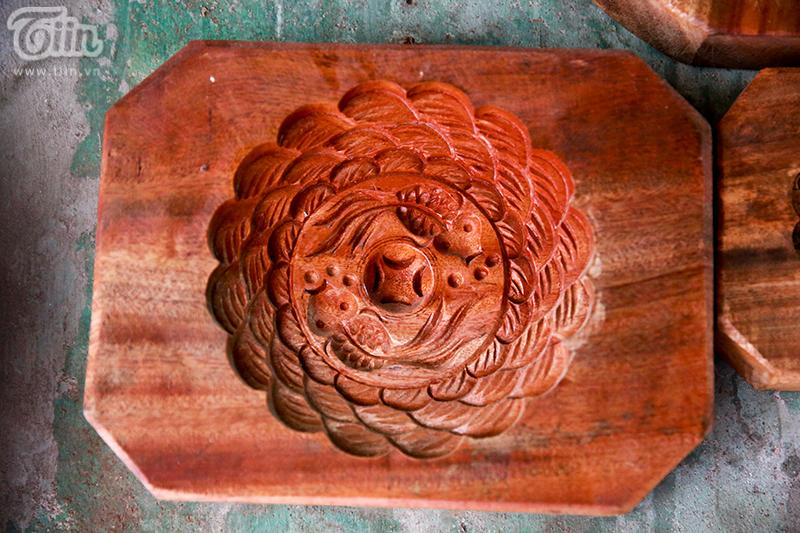Nghệ nhân hơn 40 năm 'giữ lửa' nghề làm khuôn bánh trung thu bằng gỗ ở phố cổ Hà Nội 6