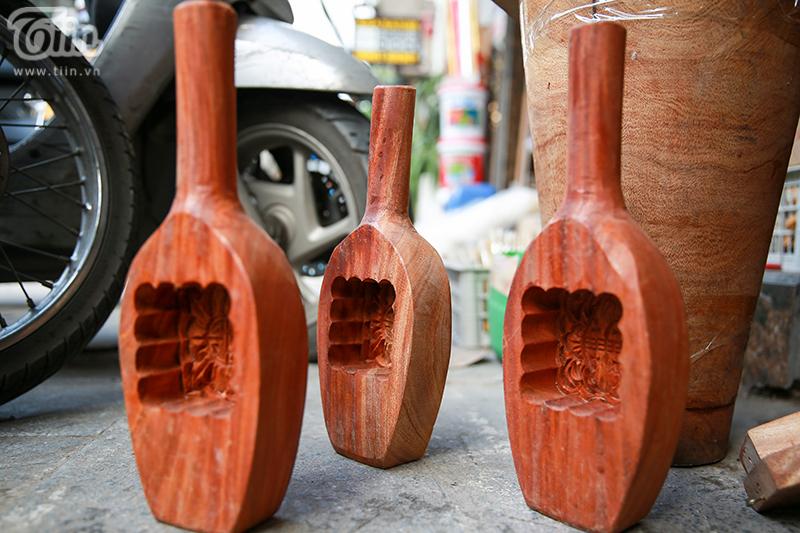 Nghệ nhân hơn 40 năm 'giữ lửa' nghề làm khuôn bánh trung thu bằng gỗ ở phố cổ Hà Nội 10
