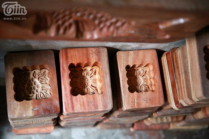 Tùy vào độ cầu kỳ, khuôn bánh bằng gỗ có giá từ vài trăm nghìn đồng đến 3-4 triệu đồng/chiếc.