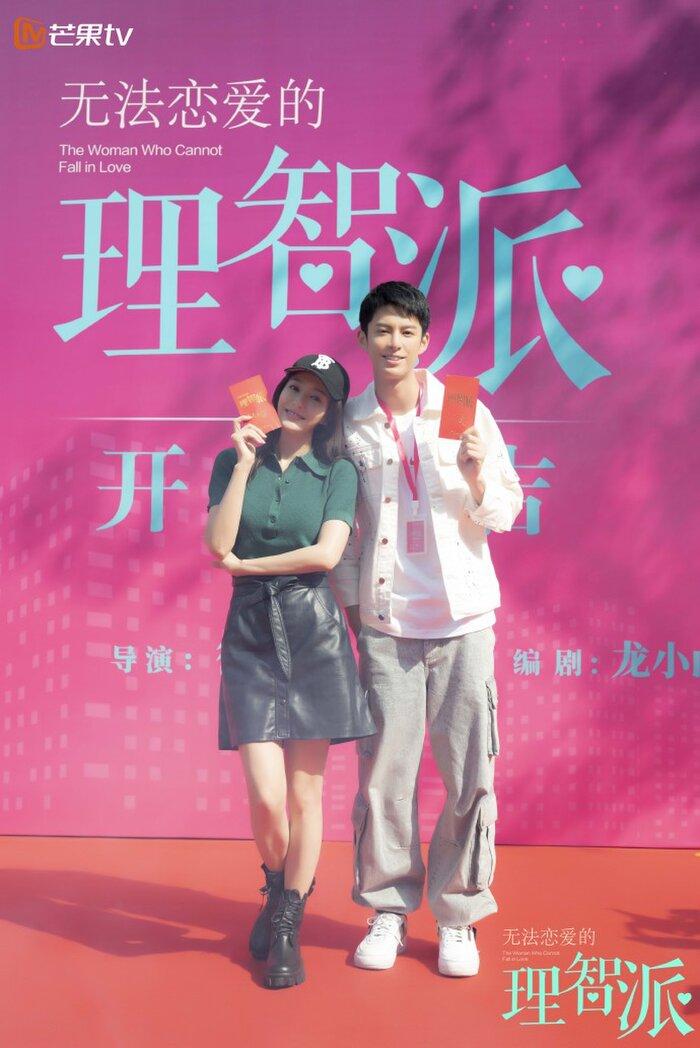4 cặp đôi xứng tuổi 'cô - cháu' vẫn yêu đương nồng nhiệt trên màn ảnh châu Á 1
