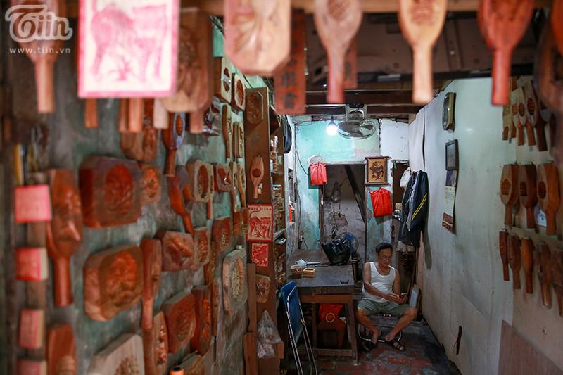 Nghệ nhân hơn 40 năm 'giữ lửa' nghề làm khuôn bánh trung thu bằng gỗ ở phố cổ Hà Nội 20