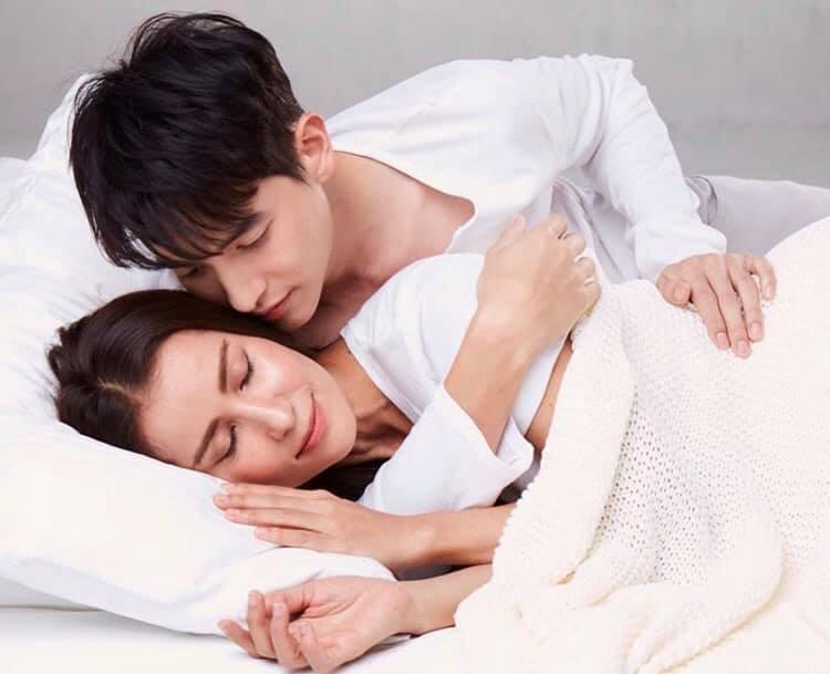 4 cặp đôi xứng tuổi 'cô - cháu' vẫn yêu đương nồng nhiệt trên màn ảnh châu Á 4